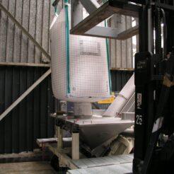 Cargador para sólidos Dino para granza de plástico