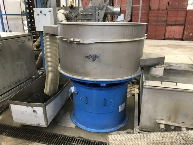Filtración de agua en fábrica de plásticos - Vibrowest